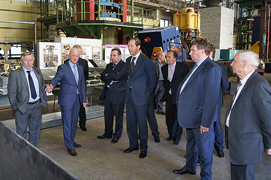 Minister of Industry and Trade D.V. Manturov on a tour around Krylov's experimental facilities
